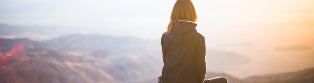 Donna indipendente viaggia da sola